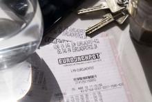 Nyslået Eurojackpot- millionær: Nu kræver børnene flere lommepenge