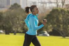 Faites du sport en musique : le Walkman® série WS613 portable et étanche  est désor-mais équipé de la technologie sans fil Blue-tooth®