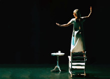 Sceniskt testamente om ensamhet på Teater Sláva