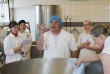 Fransk ostmagiker ger kurs på Tivars Gård
