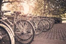 Nu flyttar vi felparkerade och övergivna cyklar från stadskärnan
