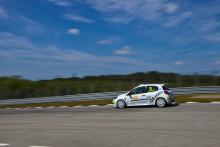 Engman laddar för Clio Cup-seger på Sturup Raceway