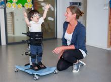 Etac lanserar ett nytt ståstöd för barn och ungdomar – R82 Meerkat