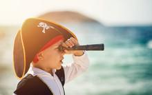 Påsklov med pappersmode, pirater och prova VR-världen hos Världskulturmuseerna