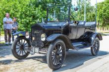 137 éve Makón született Galamb József, a Ford T modell főkonstruktőre. Makó városa a 4. Ford T-Model Nemzetközi Veteránjármű Találkozóval tisztelgett a feltaláló kulturális öröksége előtt
