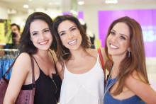 Patrícia Abravanel vai às compras com as amigas na liquidação da Marisa
