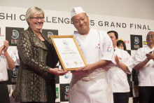 Chef Jun Jibiki du Japon sacré champion lors de la Grande Finale du Global Sushi Challenge à Tokyo