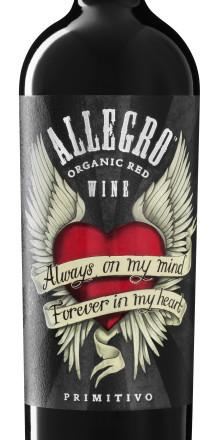 Ekologiska Allegro Primitivo visar sin trofasthet med en tatuering