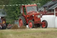 Traktorrace, gräsklipparrace och snöskoterdragrace
