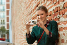 Get the look with stylish, power-packed Cyber-shot cameras for spring