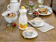 ​Arla UK Launches New Yellow Top Milk With 'Best of Both' Promise