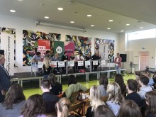 Ungdomspolitikere i paneldebat: Vil tænde en politisk flamme hos de unge