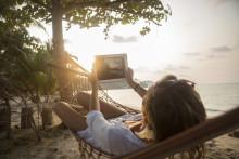 Apps og internet overhaler rejselederen  på charterferien