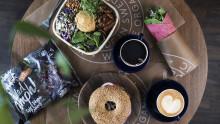 Mer vego till lunch på Wayne's Coffee
