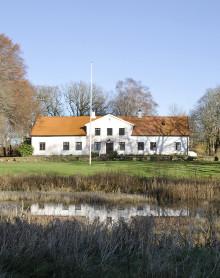 Svenskarnas drömbostad: Herrgård med lyxigt kök och sjöutsikt