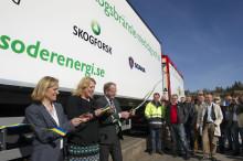Sveriges första 74-tons flisbil invigd