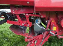 Prisbelönt nyhet - Automatisk knivslip direkt på ensilagevagnen från Pöttinger och Trejon