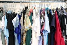 Din gamla t-shirt kan bli din kompis nya klänning. Nu samlar vi in textilier!