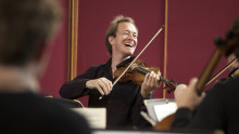Gävle Symfoniorkester spelar Bachs berömda Air och Anthony Marwood spelar Ades hyllade violinkonsert