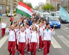 Ungerska maratonlöpare springer för livet