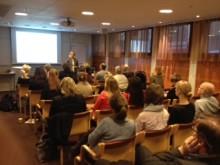 Äntligen! Vad tycker individer med utländsk bakgrund själva om arbete, boende och det svenska samhället? - Nätverk och kontakter nyckeln till jobb i Sverige