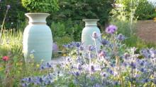 Vansta trädgård introducerar världsledande skulpturala urnor för trädgården