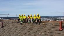 Årets takläggarkung blickar ut över hela Göteborg från nylagda Vittinge-tak