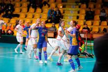 Sverige går som segrare ur grupp B efter vinst med 12-3 mot Schweiz i innebandy-VM i Bratislava.
