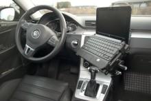 Datautstyr i bilen: Fleksibelt festesystem gir ergonomisk arbeidsplass