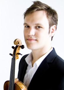 Ung violinist med antik violin ger konsert i Giresta