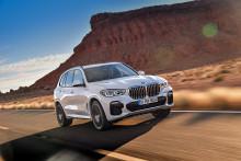 Neljännen sukupolven BMW X5 kulkee nautittavasti sekä maanteillä että maastossa