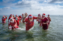 Julemændenes store stranddag - få billederne