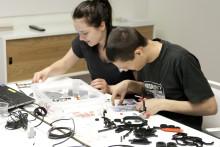 Industrimaskiner i lego ska locka till ingenjörsyrket