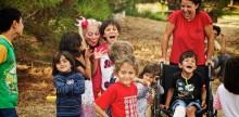 Clowner utan Gränser och Vi Gör Vad Vi Kan tar skrattet till Lesbos