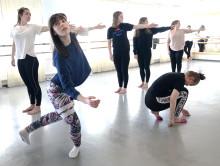 Danselever kämpar för klimatet framför hundratals i Vara konserthus