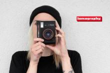 Lomographylta laajakulmalla varustettu instant-kamera