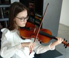 Nu har Agnese i Lettland fått sin Rotary-violin
