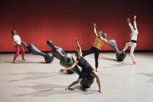 Franska duon Fattoumi/Lamoureux tar med sju svajande skulpturer till Dansens Hus