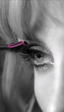 Valmiina ennennäkemättömään taipuisuuteen — Yves Saint Laurent Mascara Volume Effet Faux Cils The Curler