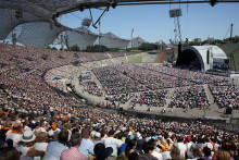 Internationaler Kirchentag in München endet mit Gottesdienst im Olympiastadion