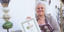 Maria Ekberg har Mästarbrev i krukmakeri och lär ut historisk teknik att dreja paradfat