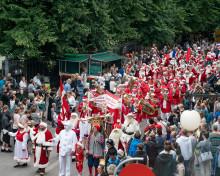 København i rødt og hvidt - Julemændenes Verdenskongres startede i dag - se billeder