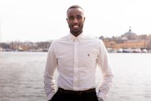 Hamza Mostafa får stipendiet Kompassrosen för sitt engagemang och omtanke om sina medmänniskor