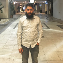Ayham drömmer om att arbeta på bank