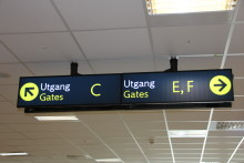Bokstaver inn i gate-nummereringen på Bergen lufthavn