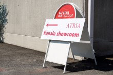 Atria Perhetila -ketjuun kuuluva Ylisen kanatila avaa ikkunansa yleisölle