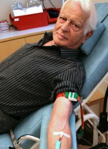Alf sätter världsrekord i blodgivning