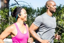 Var aktiv med sporthörlurarna AfterShokz  Trekz Titanium och hör samtidigt din omgivning