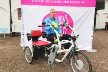 Målgång och pannkakskalas i Gävle för 80 mils cykelturné för fler och bättre LSS-hem