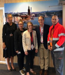 Tobias Billström besöker Coca-Cola